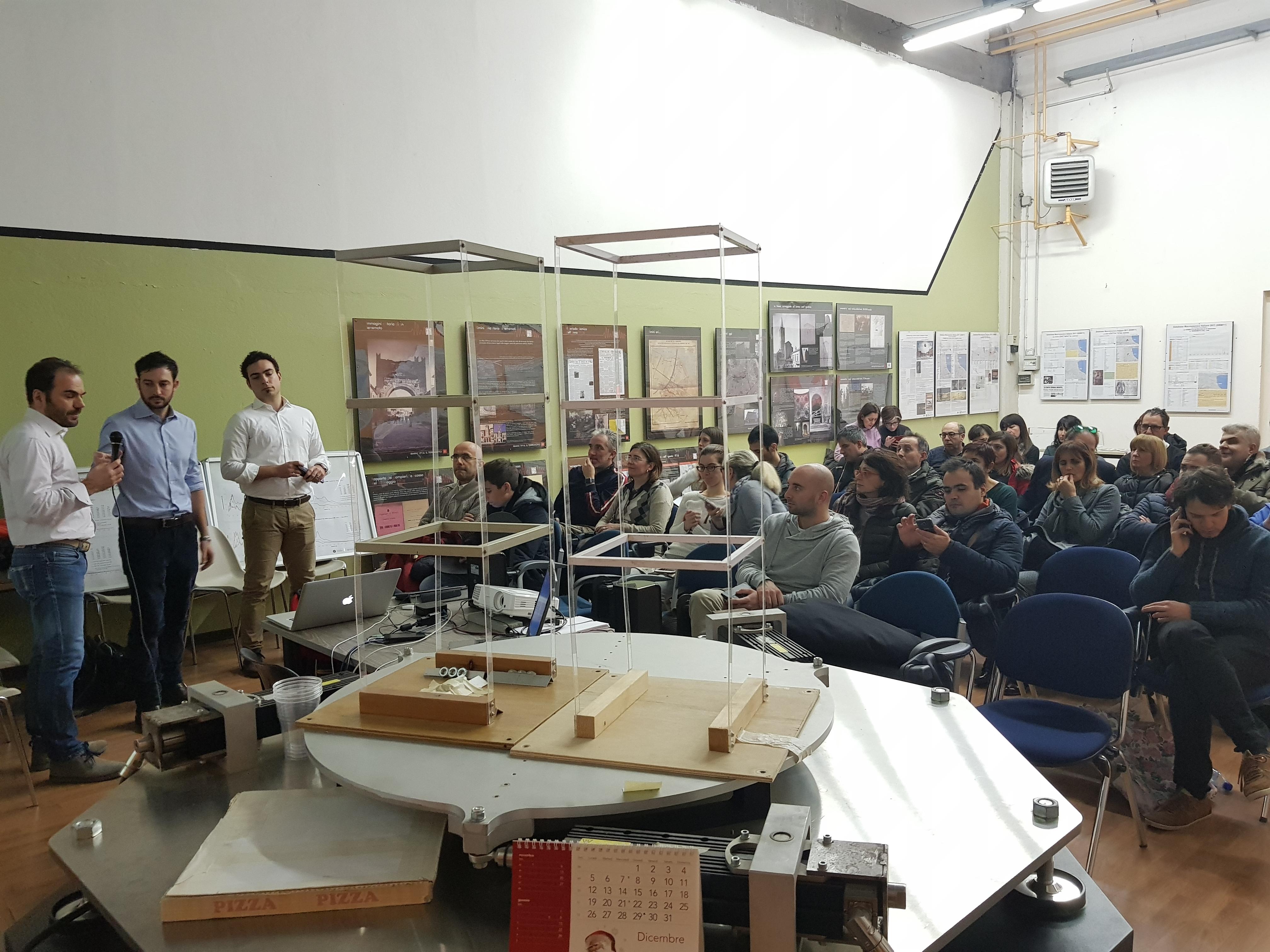 I relatori e il pubblico in sala